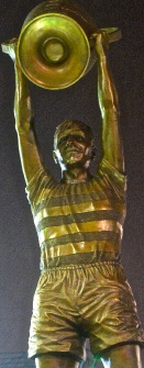 Billy McNeill statue at Celtic FC Parkhead stadium by John McKenna Sculptor a4a.co.uk ayrshire Scotland