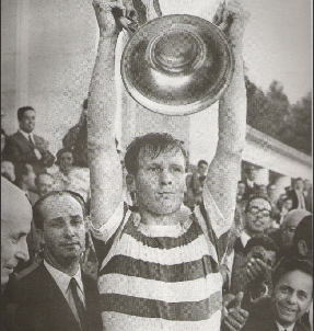 1967 photo Billy McNeill holding European cup